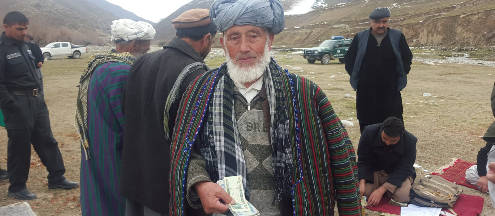 Afghanaid provided families with cash assistance following an earthquake in 2015